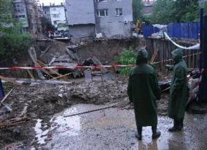 Раздавант нови битови уреди на наводнени бургазлии