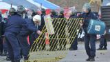 Трима полицаи са пострадали покрай вечното дерби
