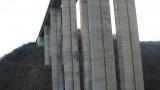 "Самоубиец бълнува за атомни бомби, готов за скок от мост на ""Хемус"""