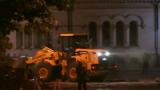 Фадрома разчиства барикадите до парламента