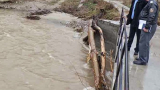 Водата повлече моста над река Перперешка
