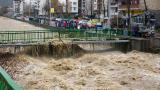 Половин България е под вода, най-засегнати са Смолян и Бургас