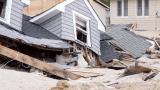 "Понижиха урагана ""Ирма"" в буря, но опасността на отминава (ВИДЕО)"