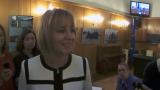 Само в БЛИЦ TV: Манолова лично сервира кафе и бонбони на журналистите на изпроводяк