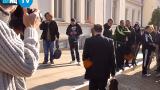 БЛИЦ TV: Полицаите закичиха с карамфил Kадиев и Каракачанов, освиркаха ген. Атанасов