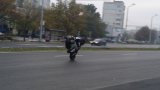 Камикадзе се фука на задна гума по оживен варненски булевард (СНИМКИ)