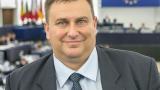 Емил Радев: Брюксел е във военно положение