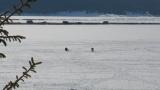 "Язовир ""Доспат"" замръзна, рибарите чакат на дупка"
