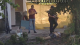 Мистериозна смърт разтърси Бургас: Труп на младеж лежи в градинка (СНИМКИ 18+)