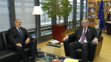 Юнкер разцелува Борисов в Брюксел (СНИМКИ/ВИДЕО)