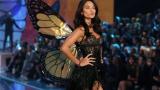СНИМКИ показаха какви ги свърши ангел на Victoria's Secret на плаж на Бахамите