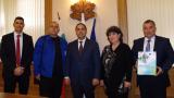 Държавата дава рамо на ВМЗ-Сопот за още договори