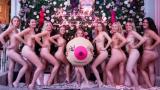Студентки и студенти се съблякоха чисто голи за годишен календар (СНИМКИ 18+)