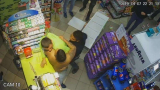 Зверско ВИДЕО от Габрово: Трима млатиха продавач в магазин цели 8 минути!