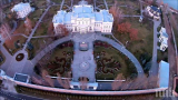 Завардиха имението на Порошенко, страхуват се от масово нападение