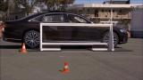 Уникална способност на седана Audi A8 бе показана на ВИДЕО