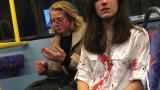 "Стюардеса лесбийка от ""Ryanair"" и любовницата ѝ пребити в автобус в Лондон (СНИМКИ 18+)"