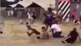 ВИДЕО 18+ запечата жесток бой на музикален фестивал