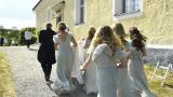 Свещеник обърка булката и младоженеца и стана голям гаф