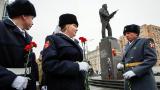 Русия чества 100 години от рождението на националния герой Калашников СНИМКИ