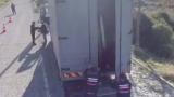 Жандармеристи спряха камион и онемяха от видяното вътре ВИДЕО