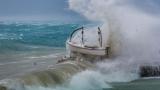 Стихията Виктория помете Гърция, цунами в Дубровник, Венеция под вода ВИДЕО