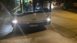 Шофьор и контрольор в градски автобус се изгавриха грозно с деца на студа