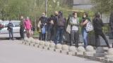 Започна се: Огромни опашки в София се извиха пред...