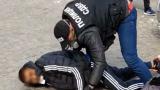 След 4 месеца: Арестуваха двама цигани за обир на банка във Враца