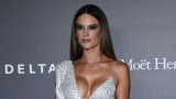Моделка на Victoria's Secret се разголи и зарадва поклонниците си СНИМКИ