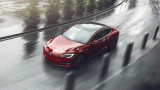 Шофьор на Tesla заспа на волана и колата вдигна сама 140 километра в час