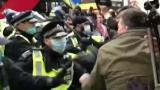 Масови безредици в Лондон заради локдауна ВИДЕО