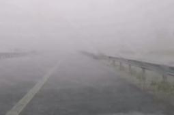 "Мощна буря удари магистрала ""Струма"", градушка помля колите ВИДЕО"