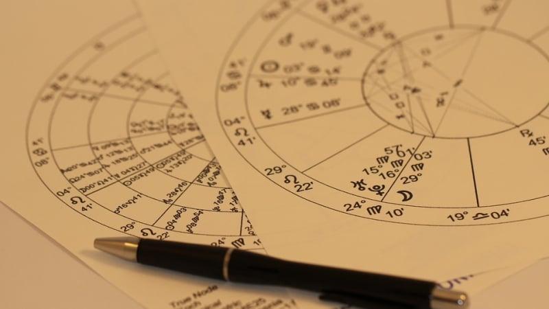 Хороскоп за 18 ноември: Напрегнат ден за 3 зодии